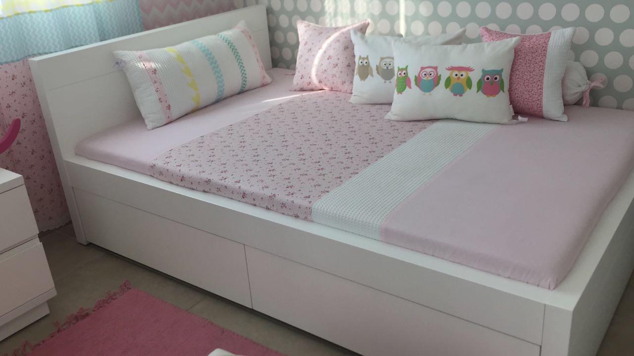 מיטה אלון עם גב גבוה