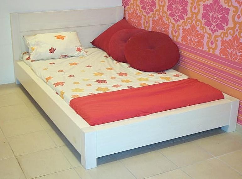מיטה וחצי במה דגם מאי