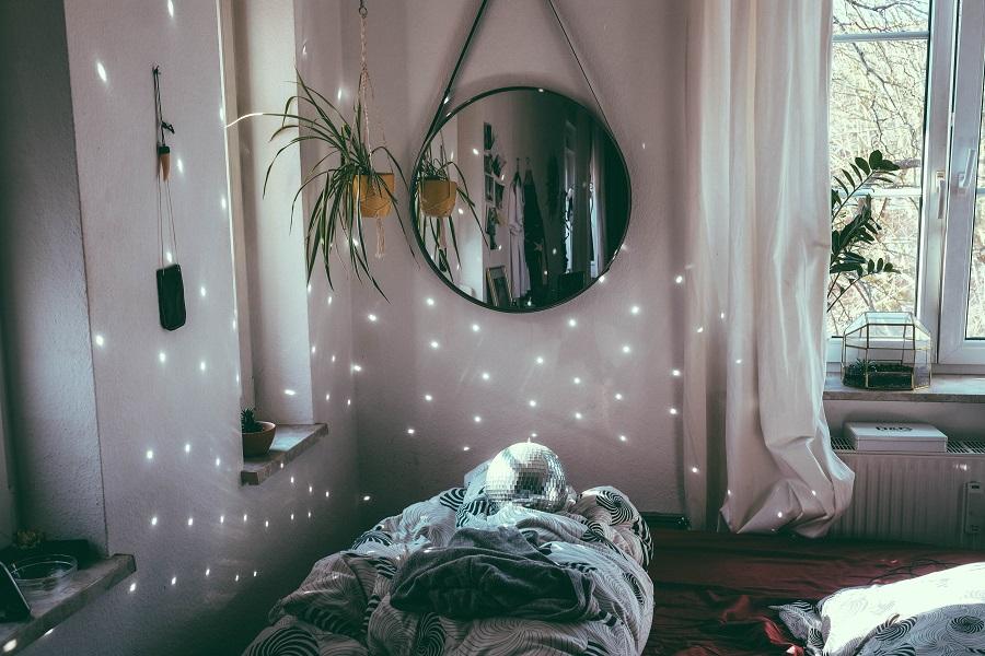 חדר שינה מושלם עם מיטה וחצי