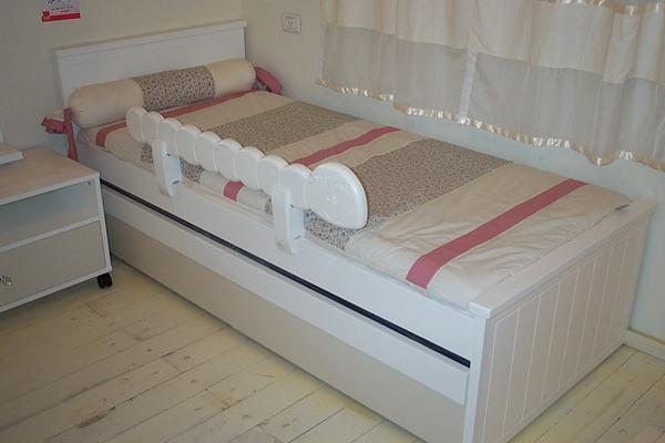 מיטה דגם ליאור עם חריטת אדיר