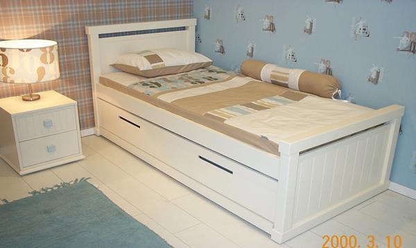 מיטה אדיר ושידה ניידת - עותק
