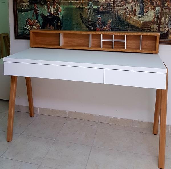 שולחן סקנדינבי